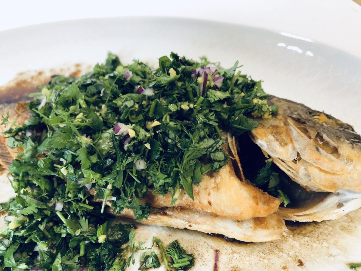 タイ風揚げ魚ハーブソース