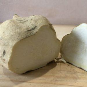 皮も中身も白いweiße süßkartoffelnは甘いジャガイモみたいな味。