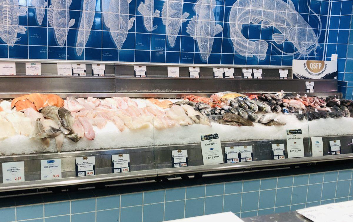魚売り場が充実の食料品店 FrischeParadies ミュンヘン店
